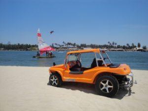 Cauype, um fiberglass Dune Buggy de estilo moderno. Como tirar uma boa foto, com praia e detalhes ao fundo