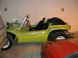 Capota conversível do buggy, arriada. Visão lateral