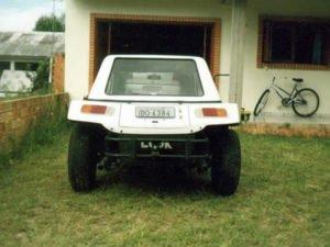 Visão traseira do buggy Look com capota de fibra